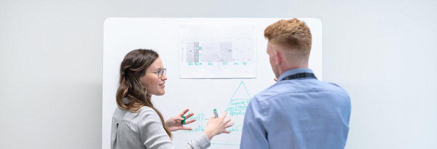 formatrice et son apprenant lors d'un bootcamp de Data Engineer